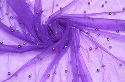 Фиолетовые бусины на фиолетовом