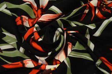 Креп плательный Красные лилии на черном