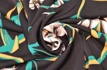 Креп плательный белые лилии на черном