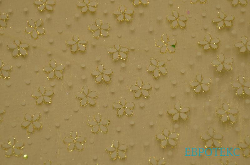 Органза цветы на желтом с напылением.